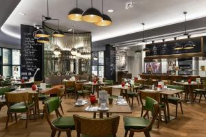 A restaurant or other place to eat at Kempinski Hotel Corvinus Budapest