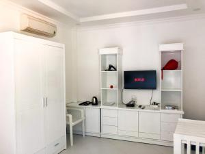 A kitchen or kitchenette at Friends Gay House - hotel, club, sauna