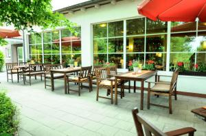 A restaurant or other place to eat at Montana Hotel Senden