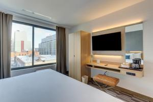 A television and/or entertainment centre at Microtel Inn by Wyndham Long Island City