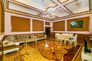 Um restaurante ou outro lugar para comer em Orjinal Apartment On Bentley