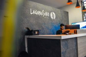 The lobby or reception area at Hostel Laguna Salá By FSL