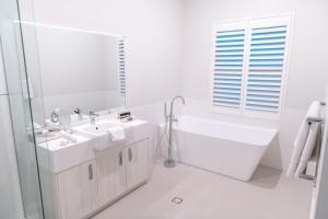 A bathroom at Cape Lodge