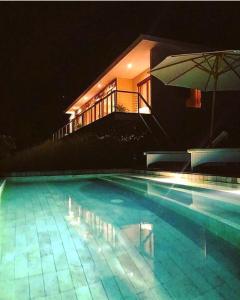 The swimming pool at or close to Villa Atas Pelangi