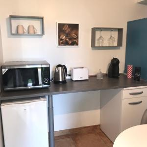 A kitchen or kitchenette at Ti Kaz Ravinala
