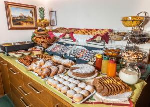 Colazione disponibile per gli ospiti di Hotel Pontives