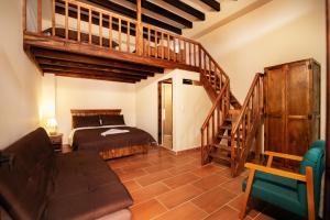 A bunk bed or bunk beds in a room at Hotel Casa Moreno La Vega