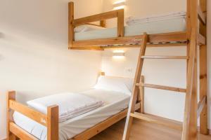 "A bed or beds in a room at Albergue ""La Yalga"""