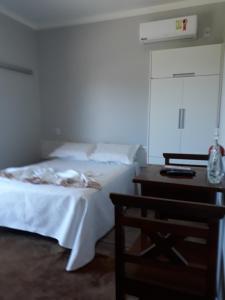 A bed or beds in a room at Pousada da Família