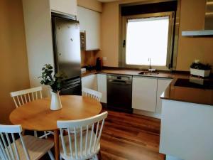 Una cocina o zona de cocina en Casa Nueva Playa Areabrava Hio