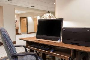 A television and/or entertainment centre at Microtel Inn & Suites Anchorage