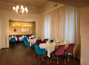 A restaurant or other place to eat at Wellnesshotel Allmer