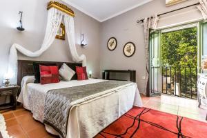A bed or beds in a room at Hacienda el Santiscal