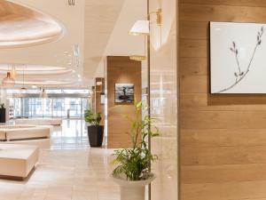 Area lobi atau resepsionis di Art Hotel Asahikawa