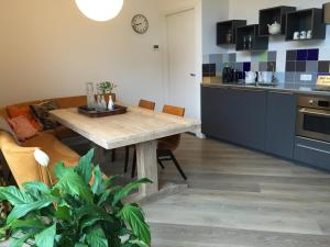 A kitchen or kitchenette at Bea & Blue