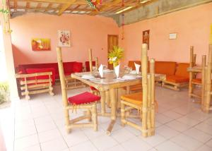 A restaurant or other place to eat at Imans Hotel Dabou