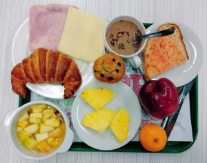 Breakfast options available to guests at Twentytú Hostel