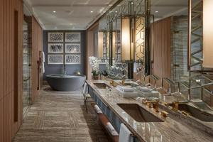 حمام في Mandarin Oriental Jumeira, Dubai