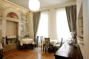 A restaurant or other place to eat at Palace Augubio