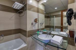 Un baño de Senator Huelva