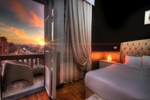 A bed or beds in a room at Tahrir Plaza Suites - Museum View
