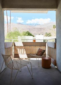Ein Balkon oder eine Terrasse in der Unterkunft Ace Hotel and Swim Club Palm Springs
