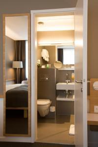 A bathroom at Best Western Plus Hotel Zürcherhof