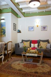 A seating area at Sikkim Villa Tosca - A Boutique Aparthotel