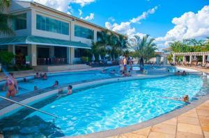 A piscina localizada em Via Lacqua Hospedagem e Reservas ou nos arredores