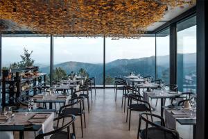 Um restaurante ou outro lugar para comer em Casa de São Lourenço - Burel Mountain Hotels
