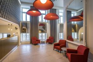 The lobby or reception area at Hotel Vilnia