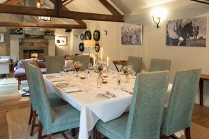 A restaurant or other place to eat at The White Swan Inn