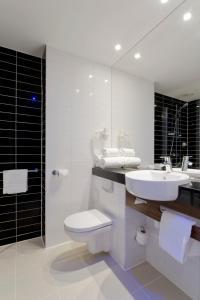 חדר רחצה ב-Holiday Inn Express Amsterdam - South, an IHG Hotel