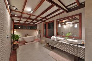Um banheiro em Camurim Grande