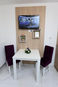 A television and/or entertainment center at Apartmani Mila