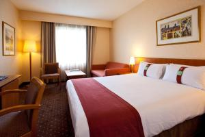 A bed or beds in a room at Holiday Inn Gent Expo, an IHG Hotel