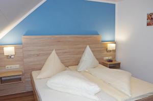 Кровать или кровати в номере Löwenhof