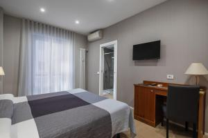 A bed or beds in a room at Hotel Excelsior Pavia