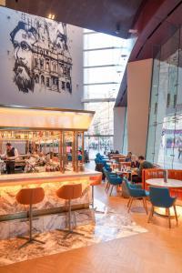 The lounge or bar area at Radisson Blu Hotel, Glasgow