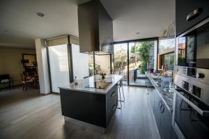 A cozinha ou kitchenette de Casa Foz do Corgo - Moderna