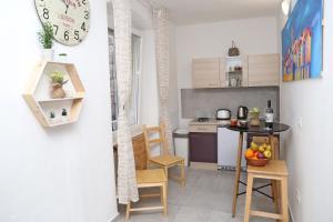 Majoituspaikan Hostel Korcula keittiö tai keittotila