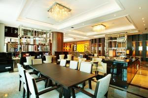 A restaurant or other place to eat at Intimate Hotel Pattaya