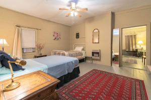 A bed or beds in a room at Cutesy on the River