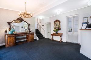The lobby or reception area at Seacombe House Motor Inn Port Fairy