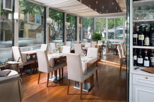 A restaurant or other place to eat at Hotel Imperiale