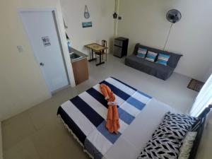 A bed or beds in a room at R & D Island Lodge