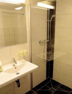 A bathroom at Haus Soldanella