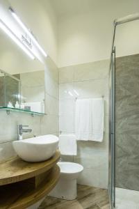 A bathroom at Hotel Bella Napoli