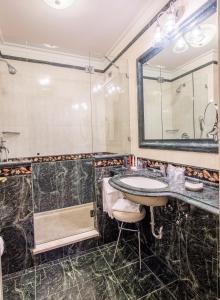 A bathroom at Grand Visconti Palace