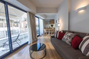 A seating area at Olala Syntagma Apartments